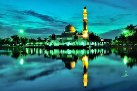 湖边的清真寺