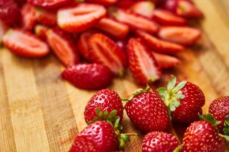 桌子上的新鲜水果