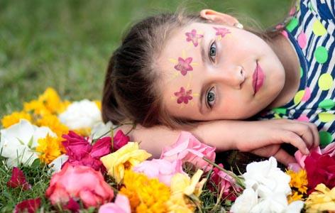 鲜花上的女孩