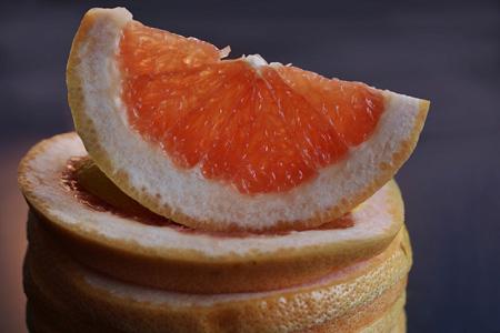切开的橙子片