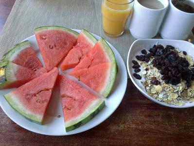桌子上的水果