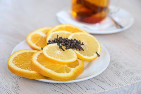 盘子里的橙子片