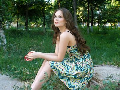 穿裙子的美丽女人