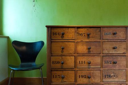 椅子木柜摄影