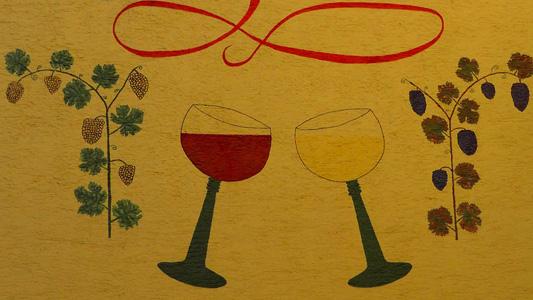 彩色花纹图案与酒杯