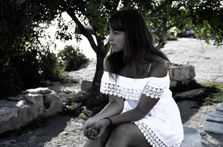 白色连衣裙美女图片