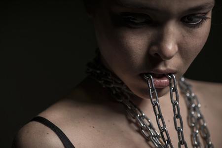 铁链与美女摄影