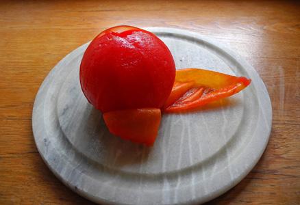 剥皮的西红柿