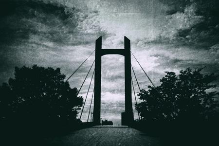 黑色架桥摄影