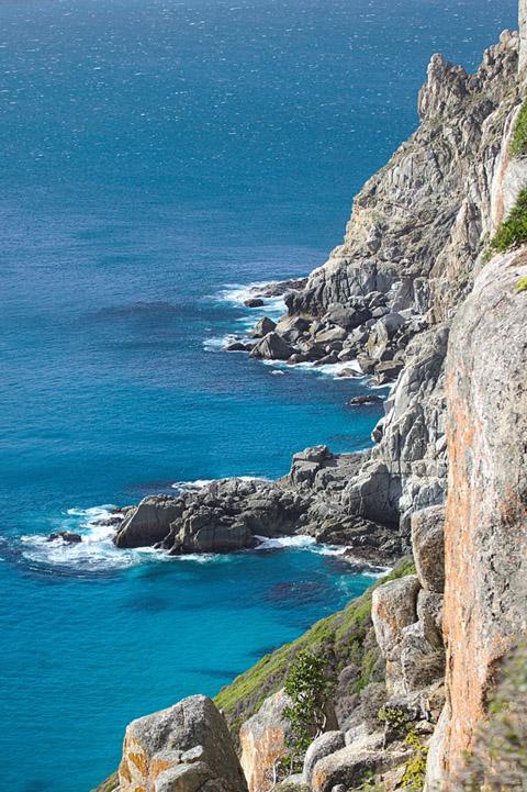 大海与岩山景观摄影